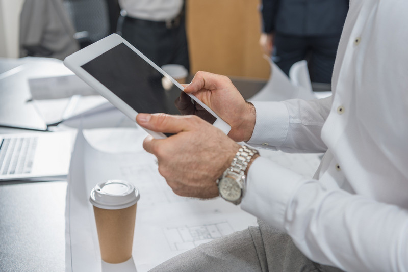 Combine planning and using contract management apps