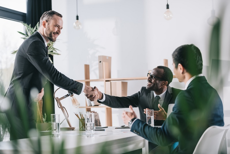 male handshake when concluding a contract